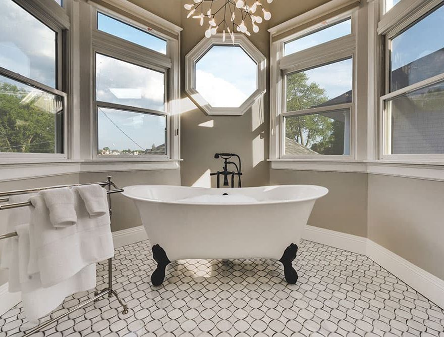 Lark Suite Clawfoot Bathtub