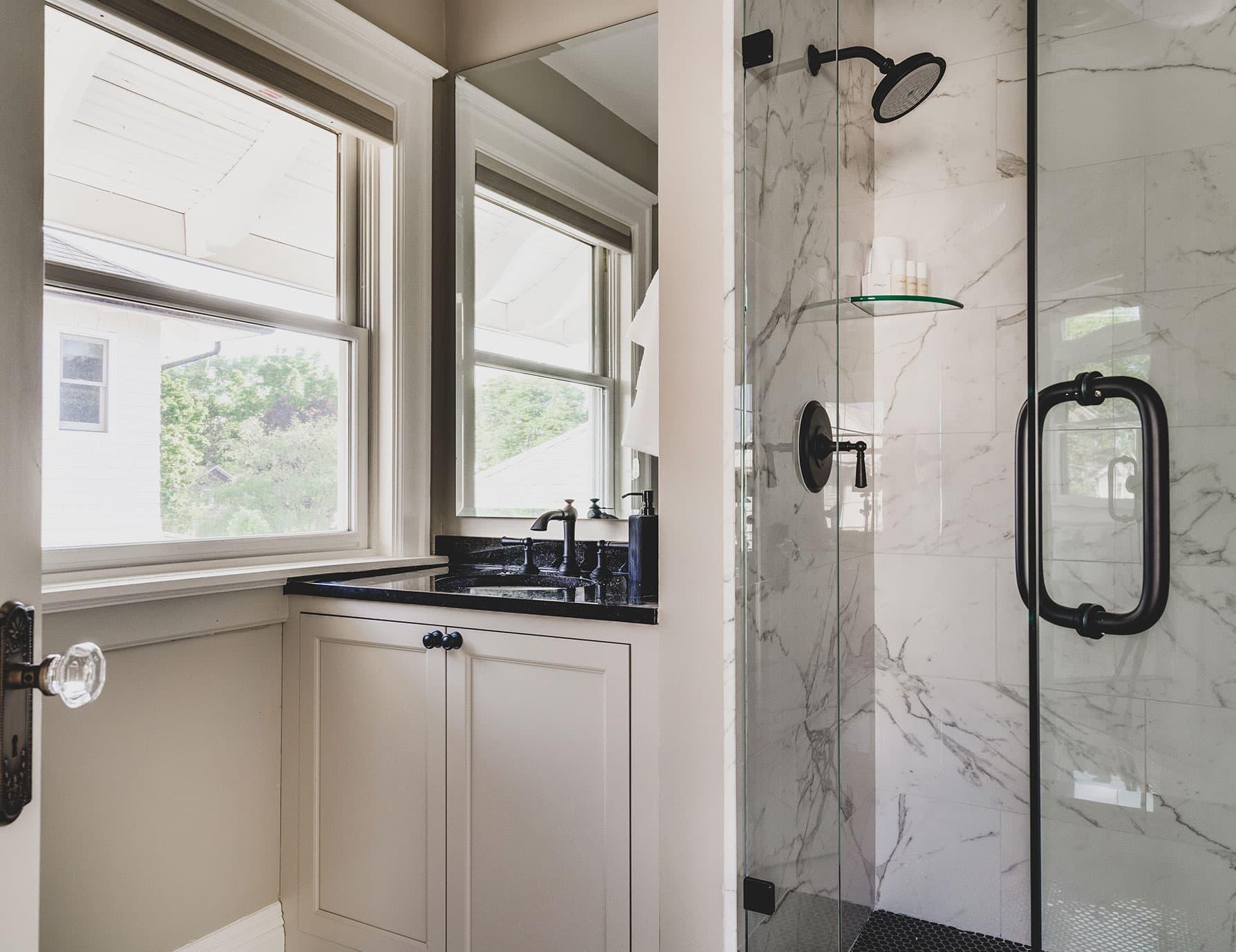 Lark Suite bathroom