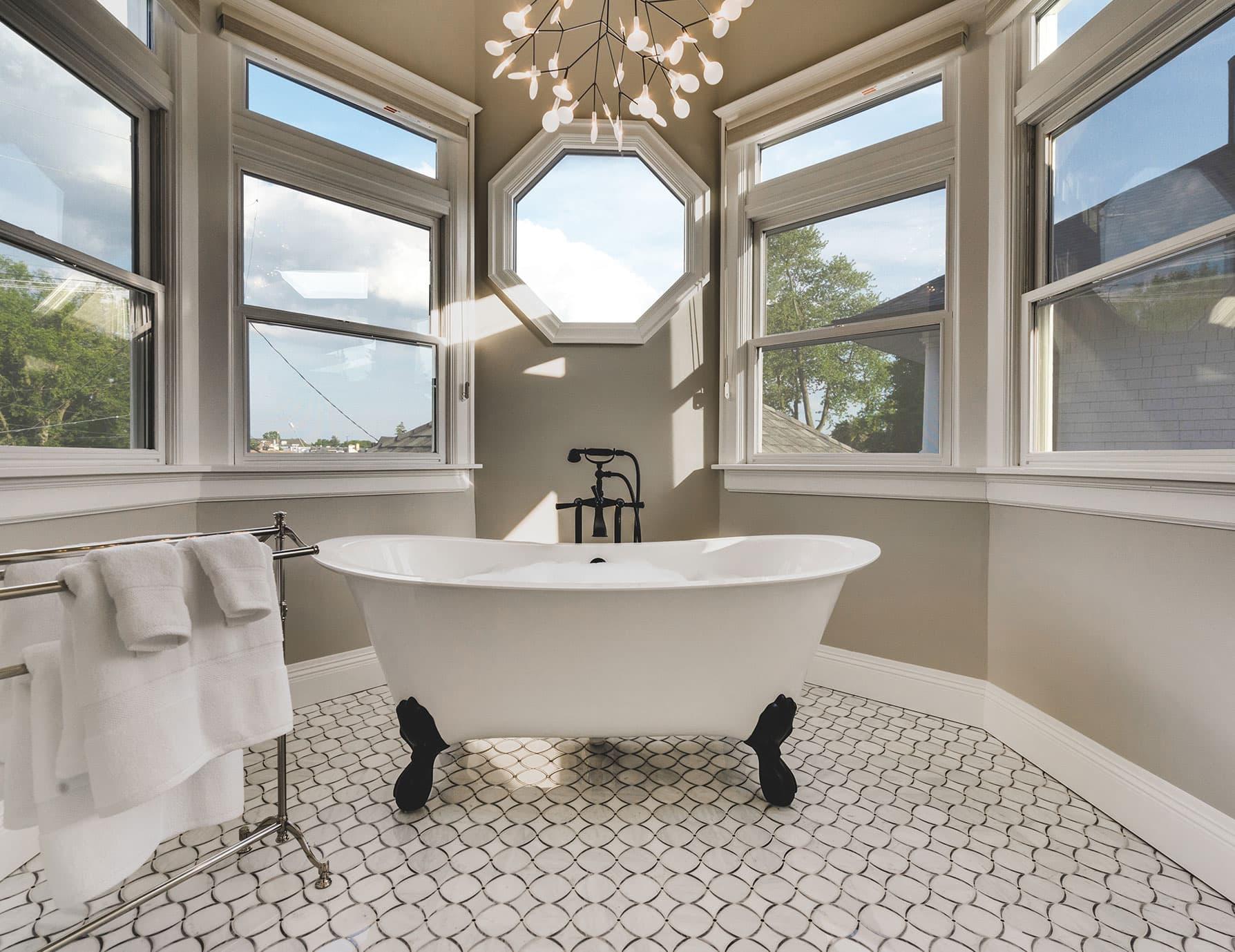 Lark Suite Claw Foot Bathtub