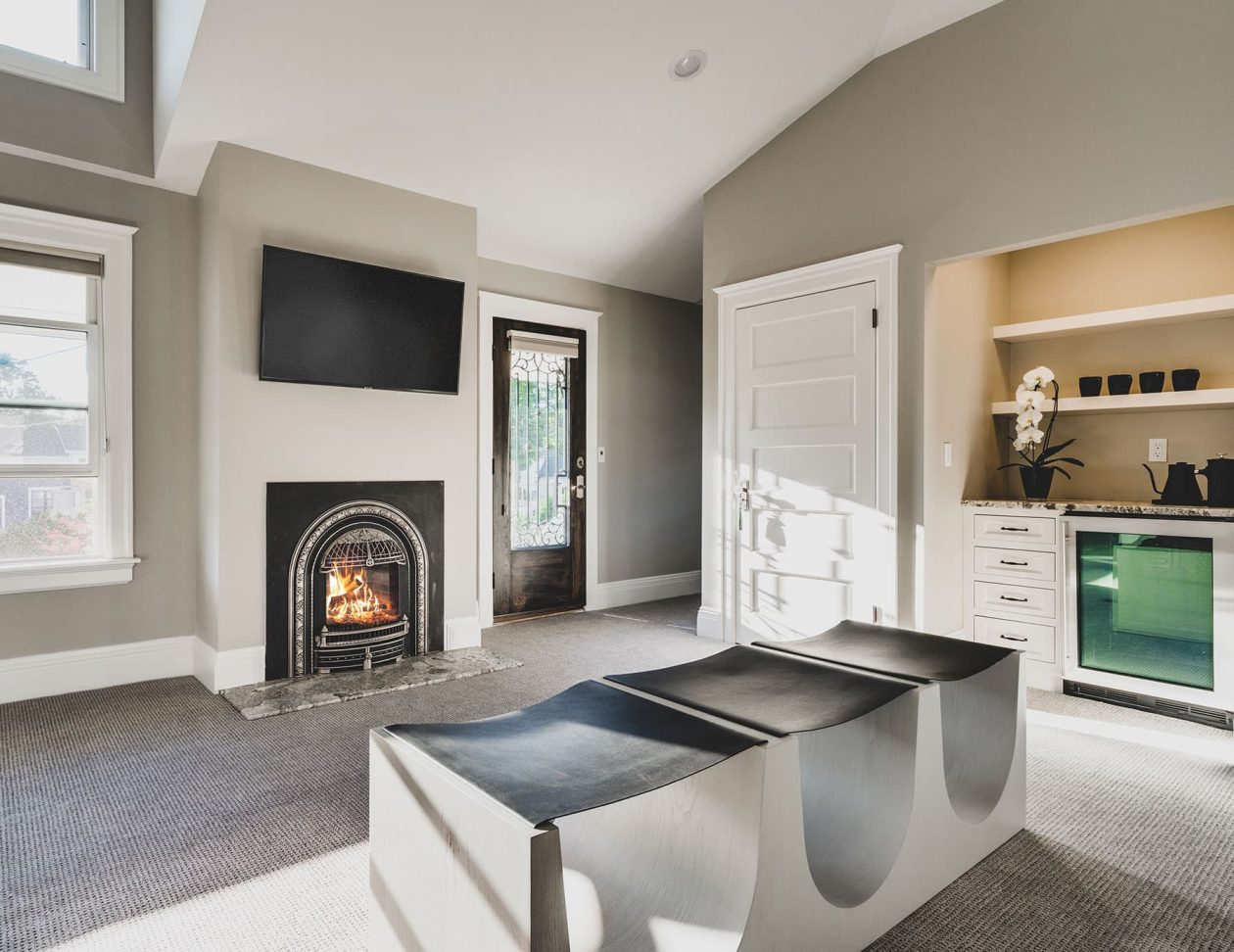 Wren Suite fireplace & seating