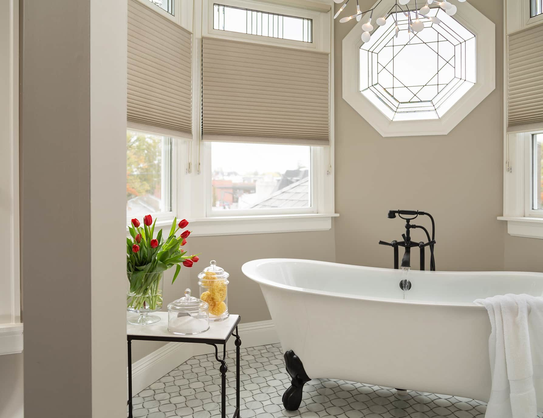 Lark Suite clawfoot bathtub